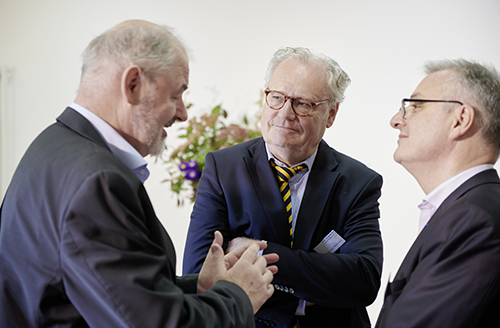 Bad Homburg Conference 2018: The director of the Forschungskolleg Matthias Lutz-Bachmann (center) in conversation with political scientist John Erik Fossum (left) and historian Pierre Monnet (right) (Photo: Stefanie Wetzel)